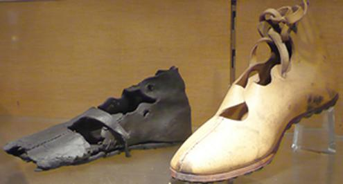 кальцеи, 3rd century shoe with a reproduction next to it.jpg